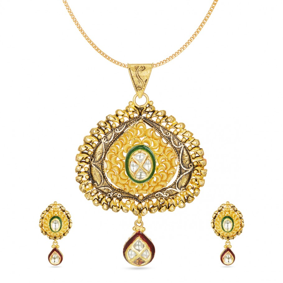 Top-Notch Kundan Pendant