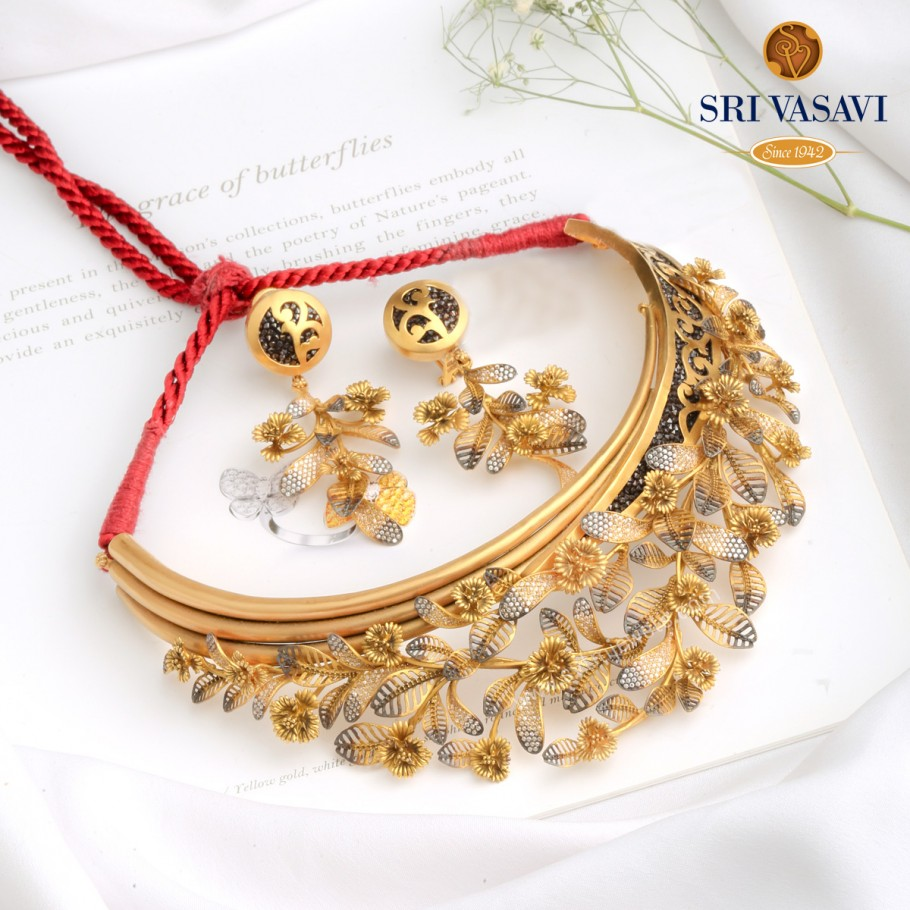 Stunning Short Necklace