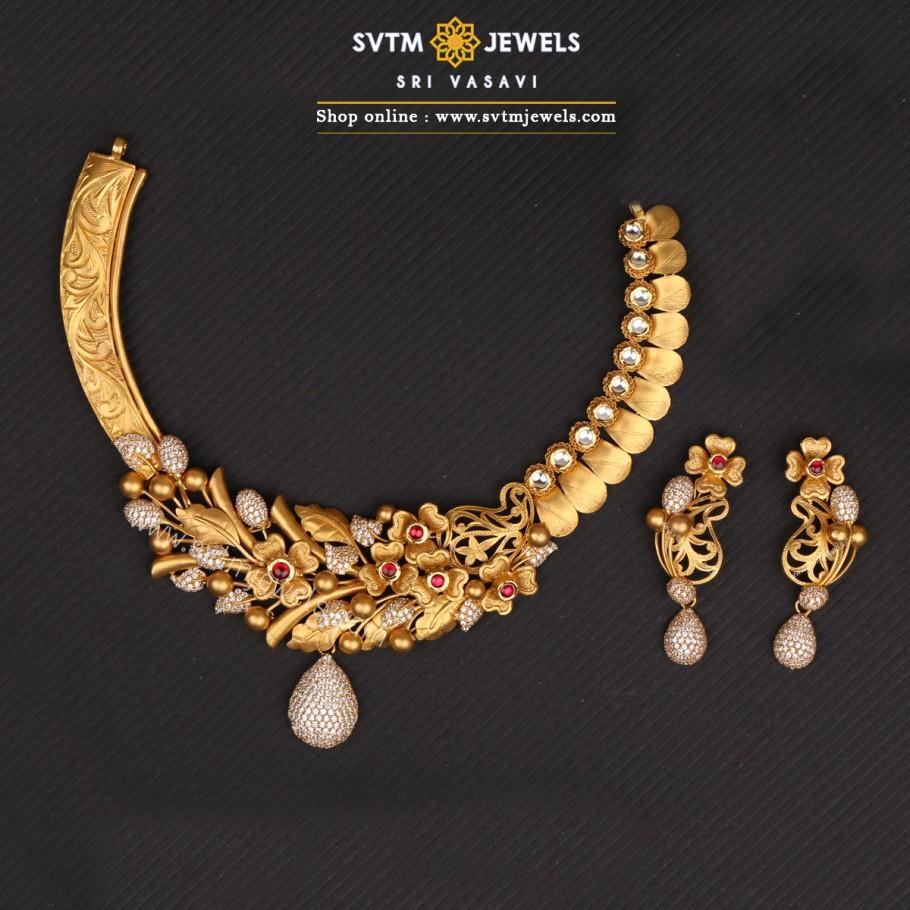 Nyra Short Necklace Set