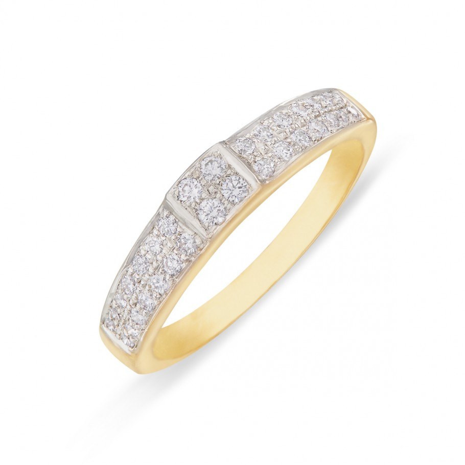 Pavé-set Diamond Band