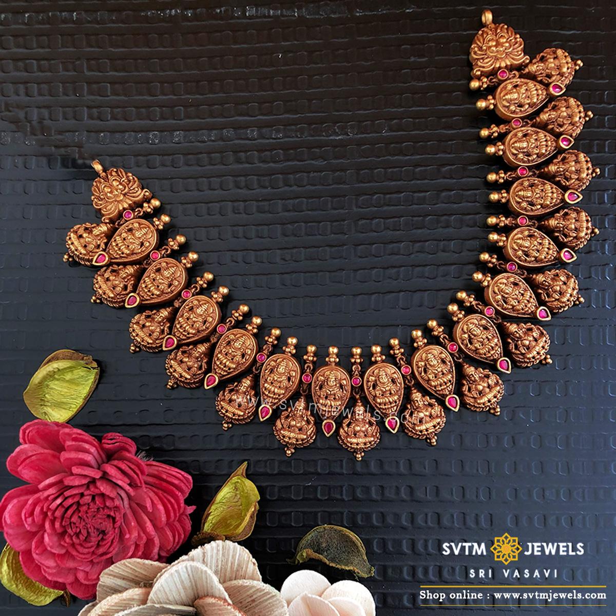 Spunky karunya short necklace