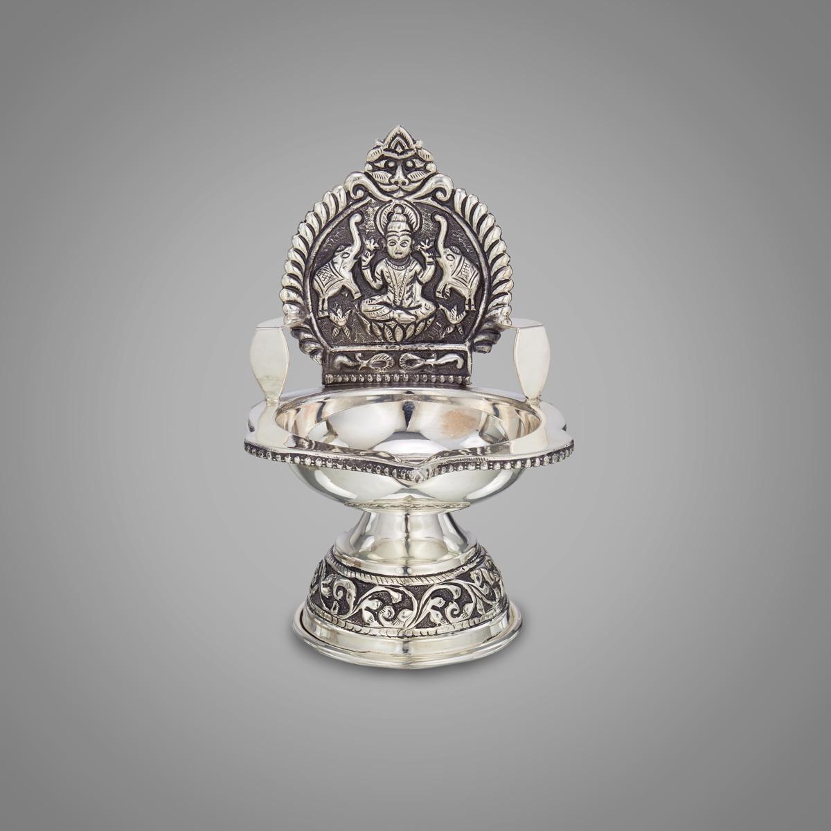Devi Lakshmi  Nagaas Agul Vilaku